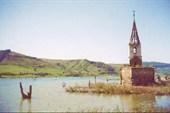 озеро Bezid, затопленная церковь