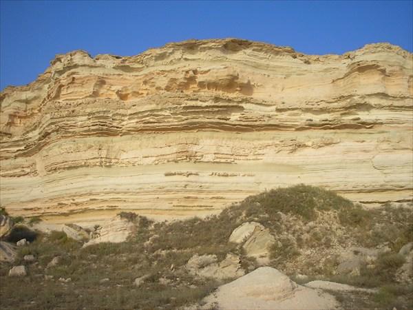 на фото: Мыс Жыланды (вид снизу в верх)