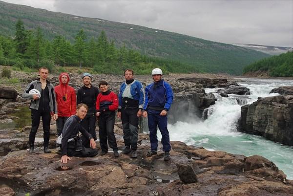 Групповое фото на первом водопаде Хонна-Макита