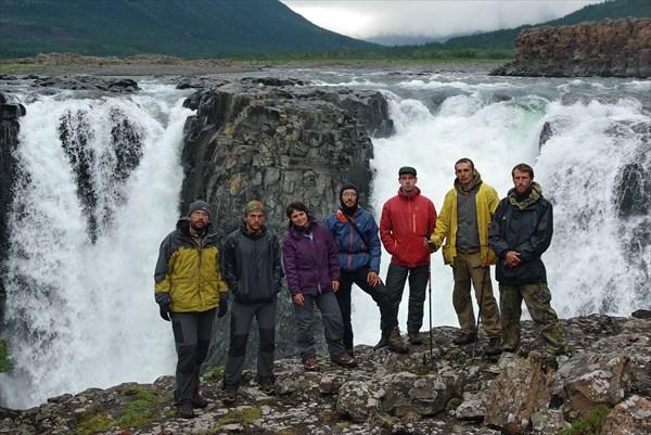 Группа на большом водопаде Иркингды