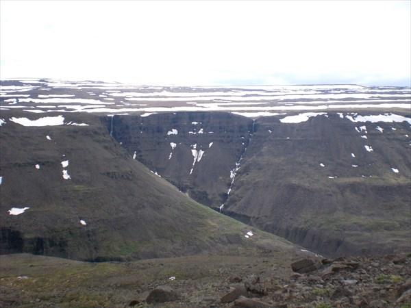 Обрез плато над долиной Геологической