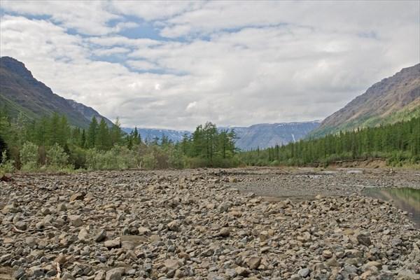 Галечные отмели вдоль Геологической