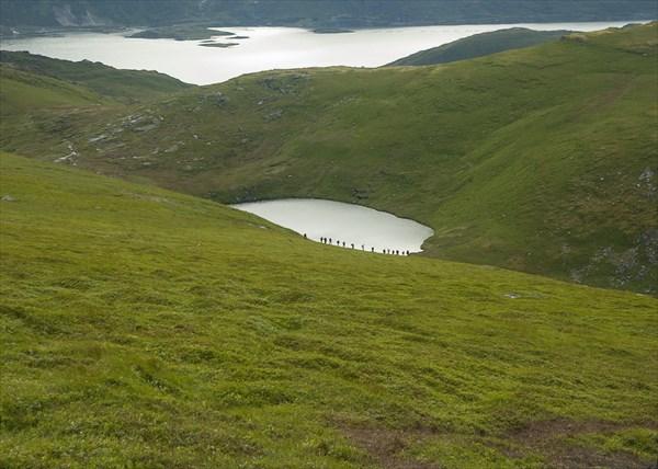 Встречная группа у озера