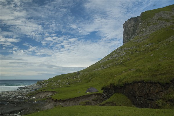 Справа - гора Ryten