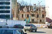 разрушенный дом на набережной Бейрута