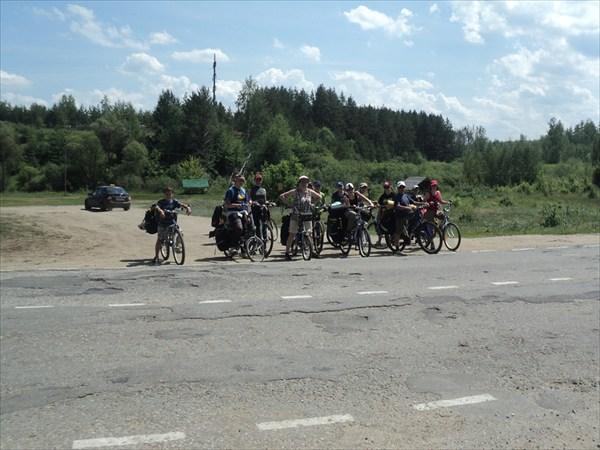 Переезжаем  шоссе у Монастыря