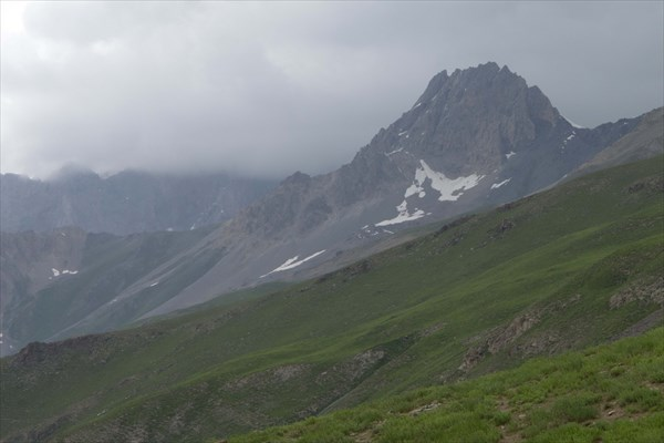 Туманный Зеравшанский хребет
