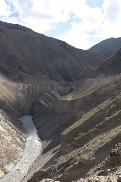 Река где-то внизу