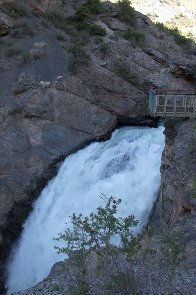 Смотровая площадка над водопадом