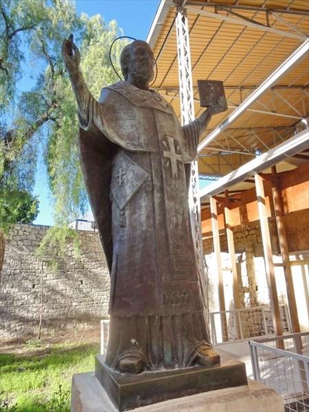 Памятник Николаю Мирликийскому