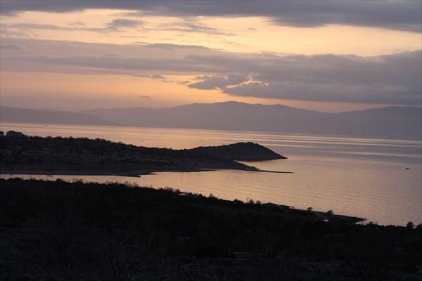Вид на Црес с острова Крк