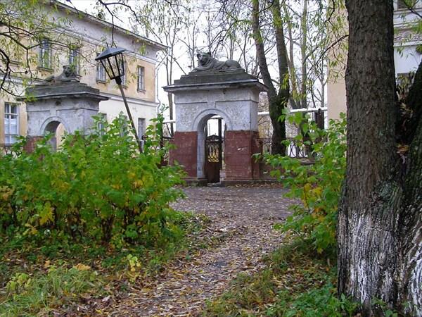 Вход на Коноваловскую фабрику