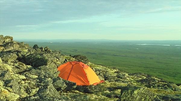 Палатка над обрывом