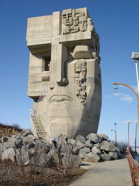 "Монумент ""Маска скорби"""