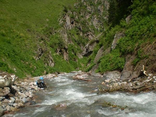 Р.сары-челек. Вход в ущелье реки