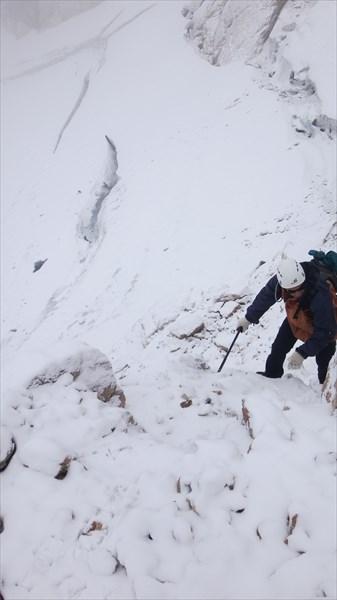 Ключевой участок - переход с ледника на скальную полку
