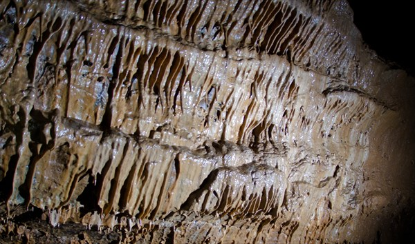 Стена натечных образований. Геологов-2