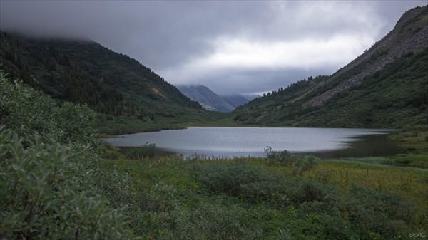 Озеро утром под перевалом Федосеева
