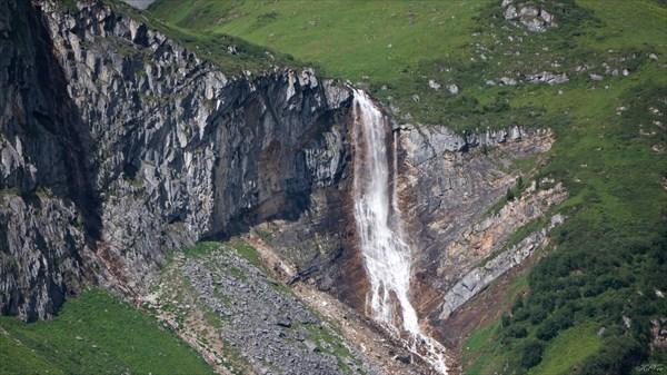 на фото: Малокиштенский водопад