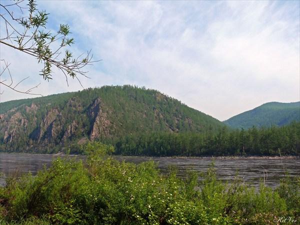 Берега напротив притока Тунгурчакан