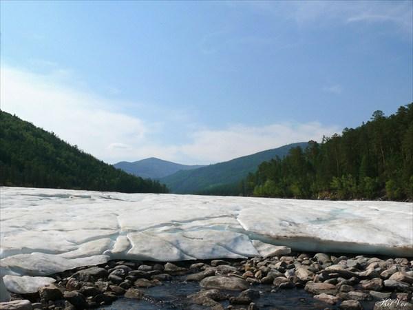 Наледь на притоке Тарын