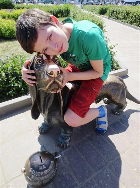 Памятник собаке-герою 2009 г., Сусанинская площадь, Кострома