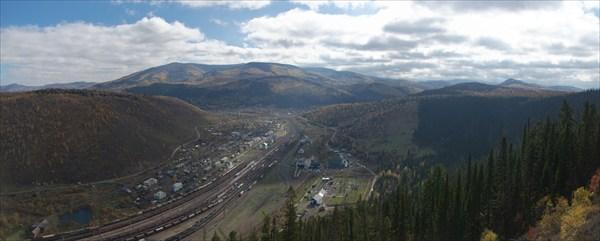 Вид на железнодорожную станцию.