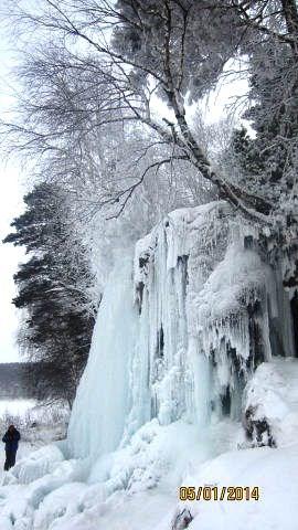 Замерзший водопад Плакун близ п. Суксун