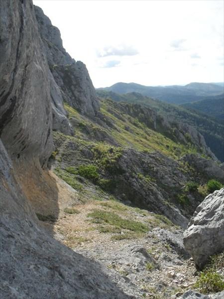 Тропинка вдоль скального гребня. 2011г. Автор-Надежда-географ
