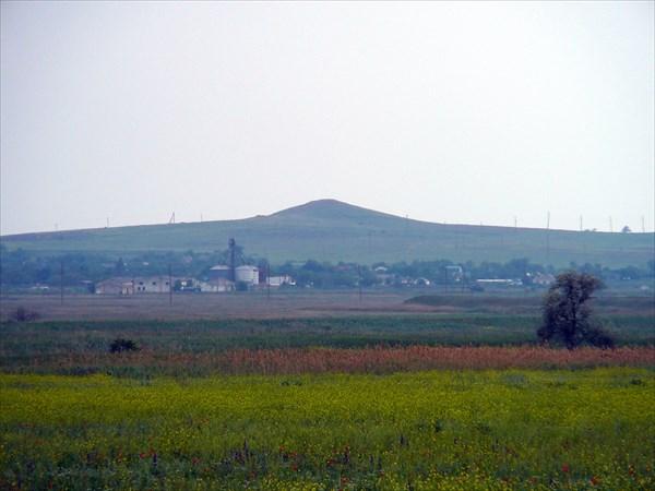 Сопка - грязевой вулкан Ахтанизовский