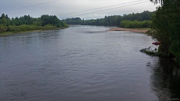 Вид с моста вниз по течению