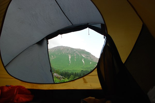 Вид из палатки г.Оштен