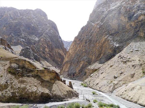 Долина Канжи выводит на шоссе Каргил - Лех