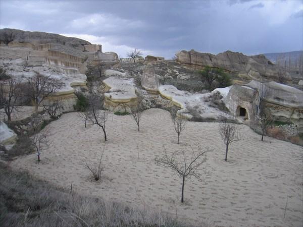 Пещерный город ниже Mustafapasa