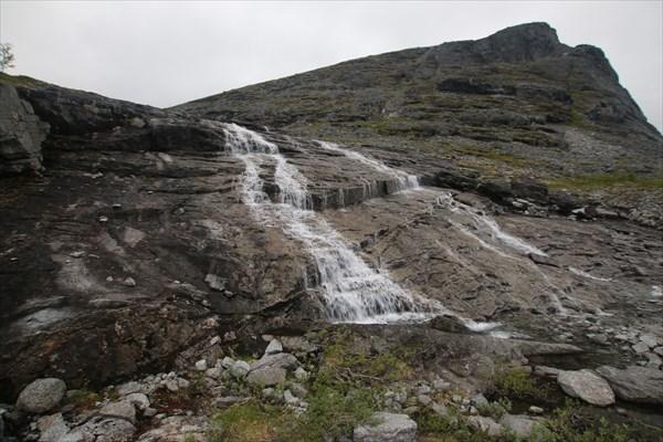 Водопад перед Умбозерским перевалом