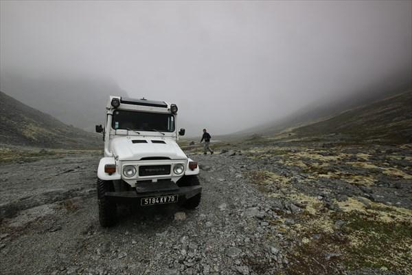 Начало спуска с Умбозерского перевала