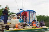 Иркутские рыбаки обучают нас правилам рыбалки на Байкале