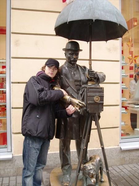 Памятник петербургскому фотографу, 2001