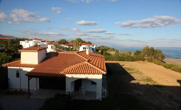Вид с нашей терассы на запад - на Ретимнон