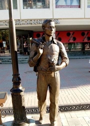 Памятник герою песни