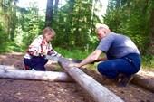 Нютка и Витя. Пилка дров