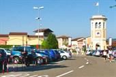 Аутлет в Serravalle Scrivia. Автостоянка