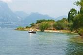 Вид на озеро Гарда с дороги