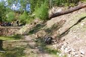 Тропа уходит вправо вверх из каньона Гейнюк