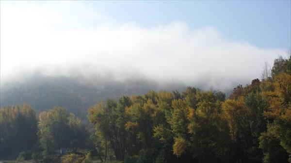 Туман в горах и на реке