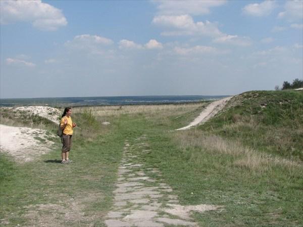 Крепостная стена и ворота Маяцкого городища. Памятник 9 в.