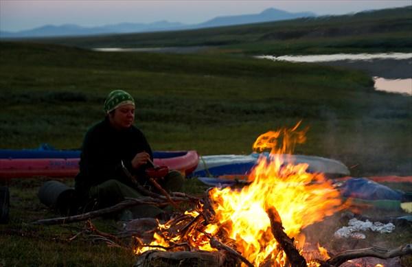 Ужин в лагере у костра.
