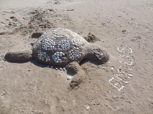 Пляжная скульптура.