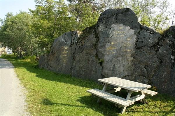 Росписи норвежских королей на скале около Vagan
