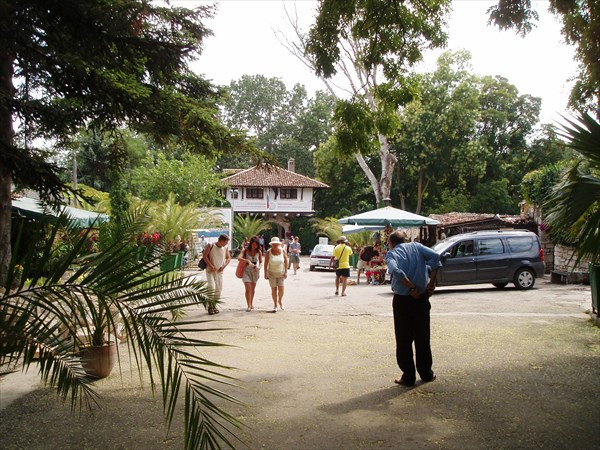 Балчик, у входа в ботанический сад